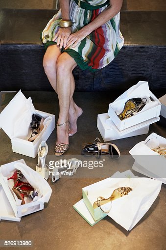 Woman trying on high heel shoes : Stockfoto
