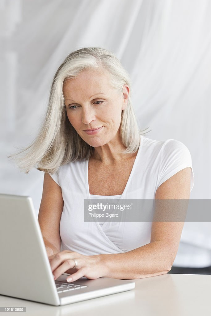 Woman typing on laptop : Stock Photo