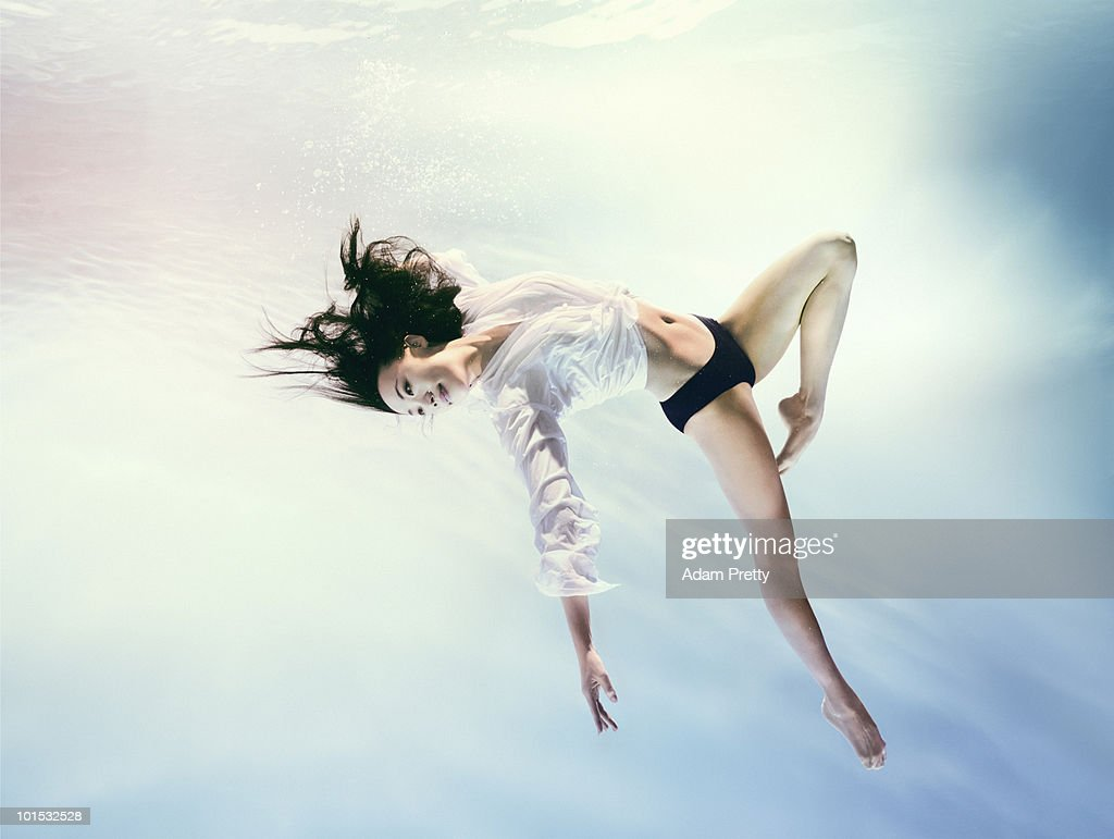 Woman underwater in zero gravity environment : Foto de stock