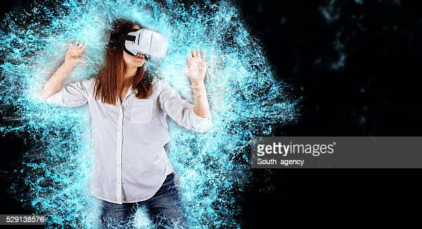 Frau mit virtuellen Reality-Headset