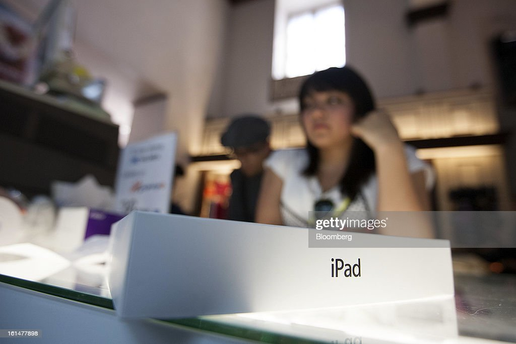 A woman waits for the cashier to process her purchase of an Apple Inc. iPad at a Grupo Sanborns SAB store in Mexico City, Mexico, on Friday, Feb. 8, 2013. Grupo Sanborns SAB, the retailer controlled by Mexican billionaire Carlos Slim, raised 10.5 billion pesos ($825 million) in an initial public offering (IPO) last week and the total could climb to 12.1 billion pesos including an overallotment option for underwriters. Photographer: Susana Gonzalez/Bloomberg via Getty Images