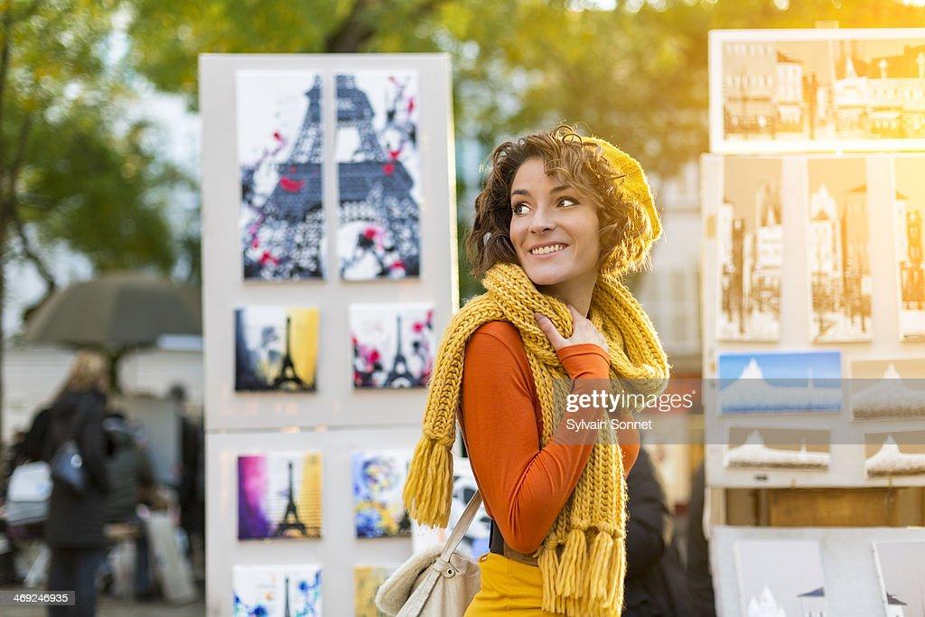 Woman Walking at Place du Tertre, Montmartre, Pari : Stock Photo