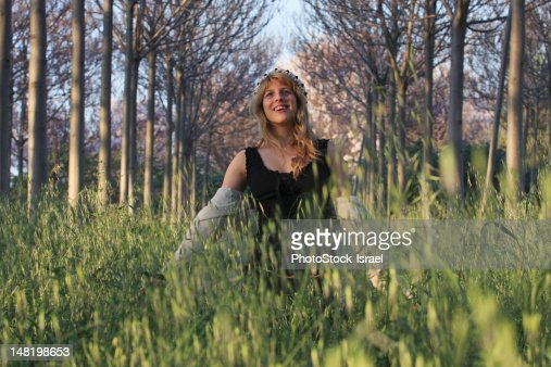 Woman walking in tall grass : ストックフォト