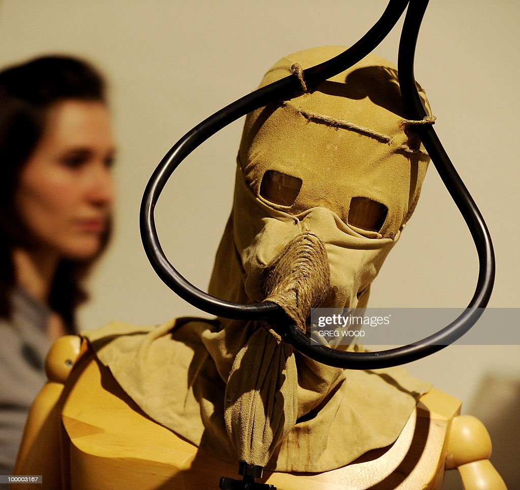A woman (L) walks past a model with a breathing apparatus, which forms part of the Leonardo da Vinci exhibition Da Vinci Secrets 'Anatomy to Robots' at the Sydney Town Hall on May 20, 2010. The exhibition which runs until August 2, features in excess of 90 exhibits including life like anatomical models and body parts, interactive automatons and robotics all based on his drawings, as well as reproductions of his masterpieces. AFP PHOTO / Greg WOOD