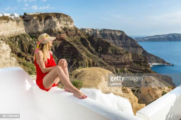 Femme regardant la beauté en Grèce