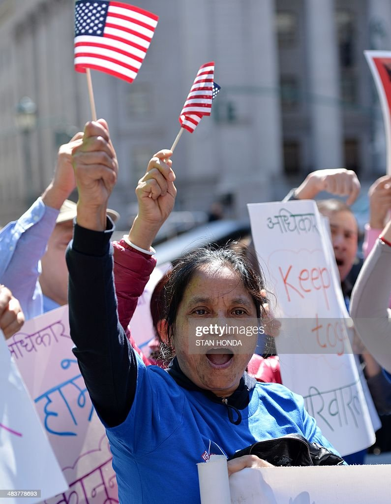 A woman waves a flag a she joins a coalition of New York area groups during a rally to call on Congress to move on immigration reform in Foley Square April 10, 2014 in New York. AFP PHOTO/Stan HONDA