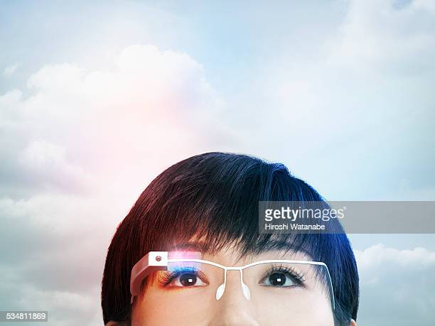 Woman wearing a smart glasses