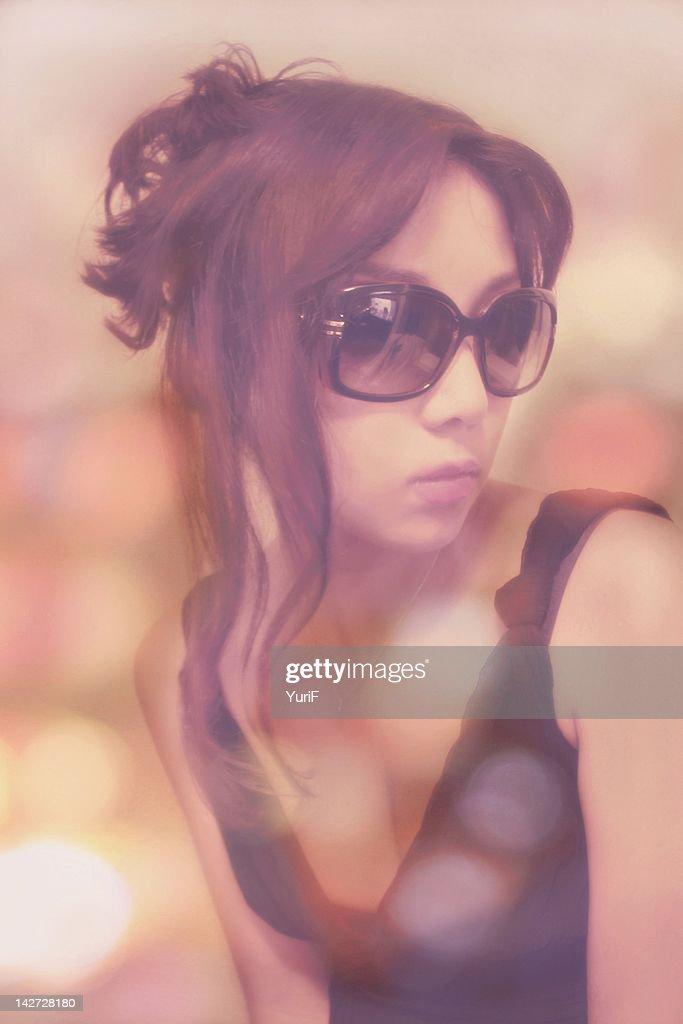 Woman wearing sunglasses : Stock Photo