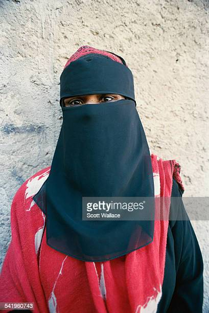 Niqab stock photos and pictures getty images for Salon yemenite