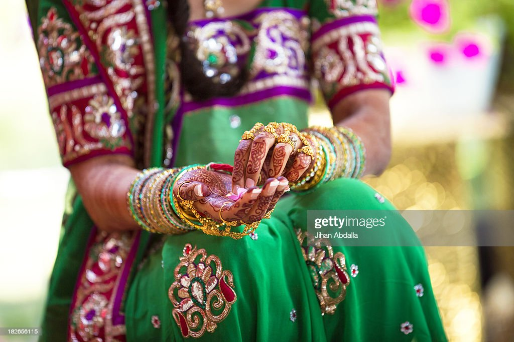 Woman wearing traditional Indian henna and robes : Stock Photo