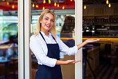 Cafeteria Restaurant - Waitress