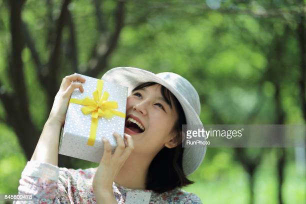 woman who is willing to bring a gift box