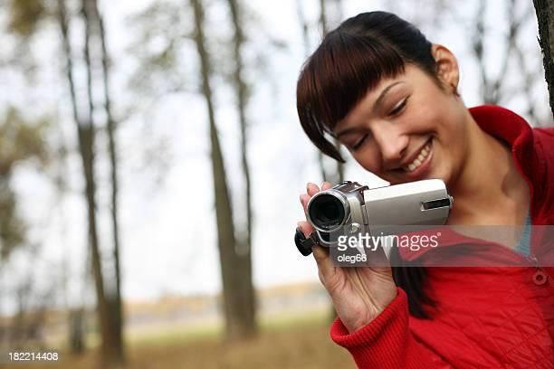 Mulher com uma Câmara de Vídeo digital