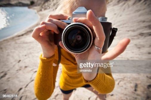 女性の古いカメラ : ストックフォト