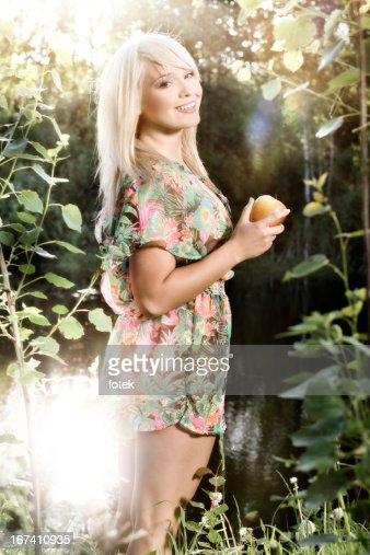 Woman with apple : Stockfoto