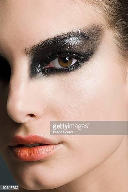 Donna nera con Trucco per gli occhi