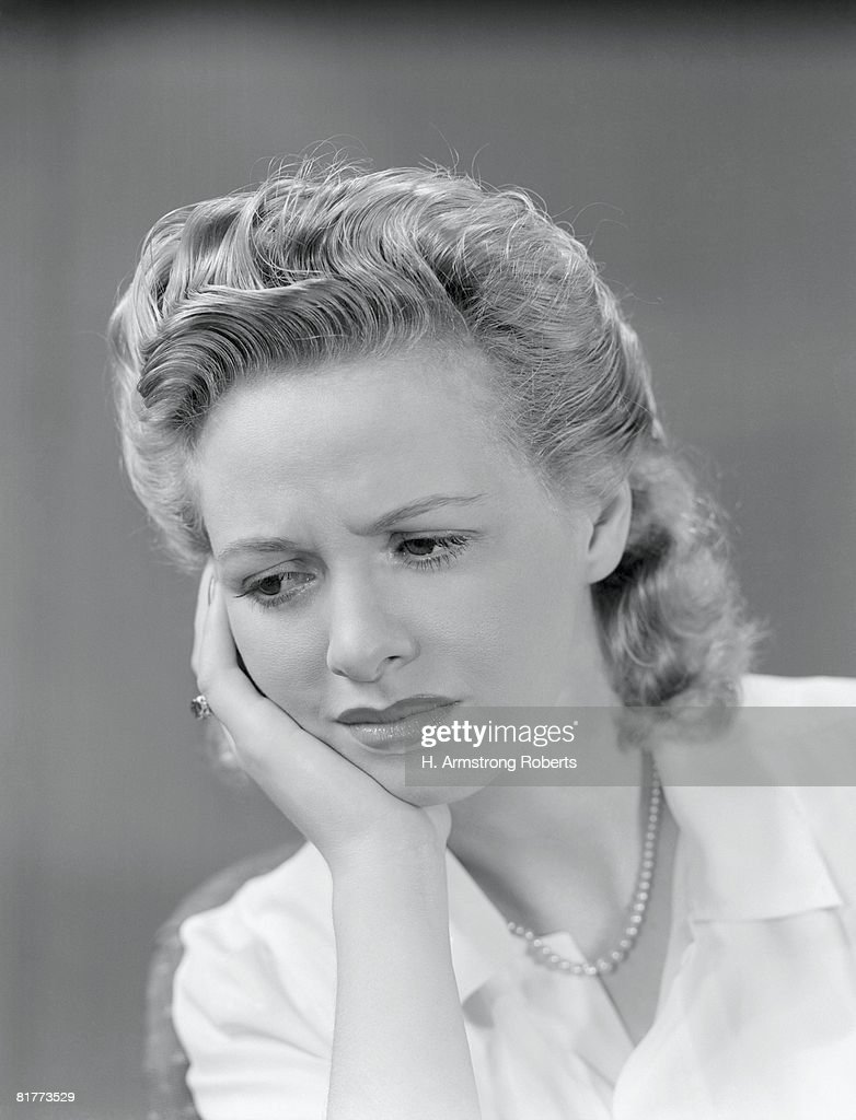 Woman with expression of pain, holding hand on cheek. (Photo by H. Armstrong Roberts/Retrofile/Getty Images)