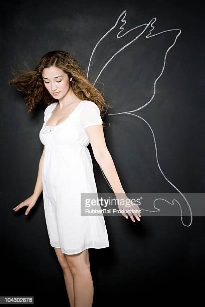 Femme avec des ailes de fées