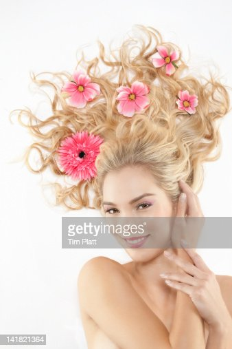 Woman with flowers in her hair : Foto stock