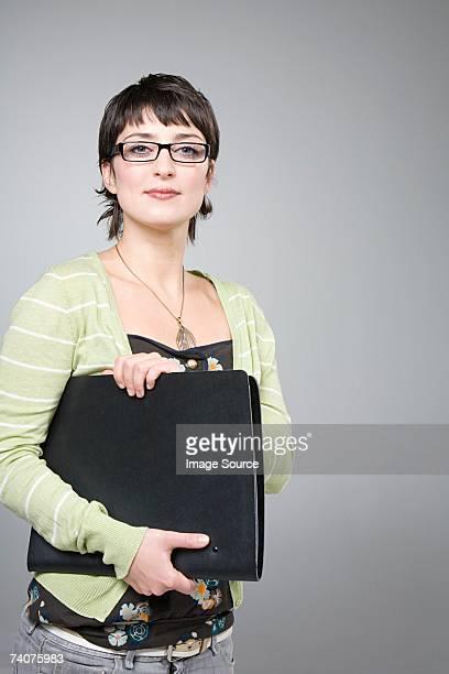 Femme avec dossier