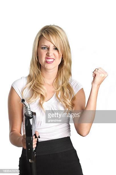 Frau mit Benzin Einstellungen, geballte Faust