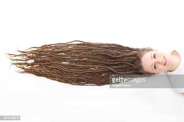 Femme avec de longs dreadlocks