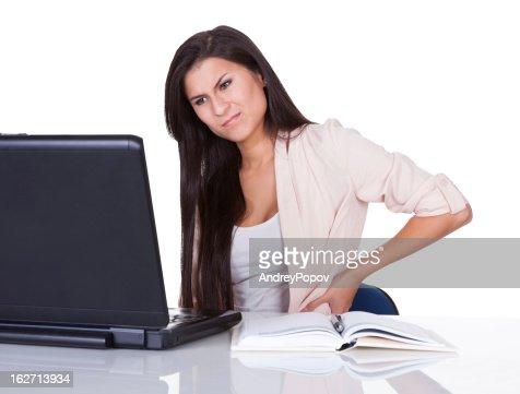 Mujer con dolor de espalda baja : Foto de stock