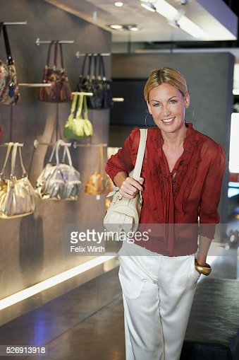 Woman with purse : Bildbanksbilder