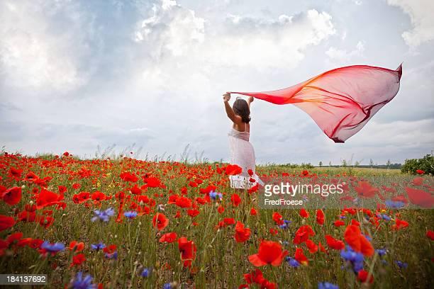 女性、赤のスカーフ