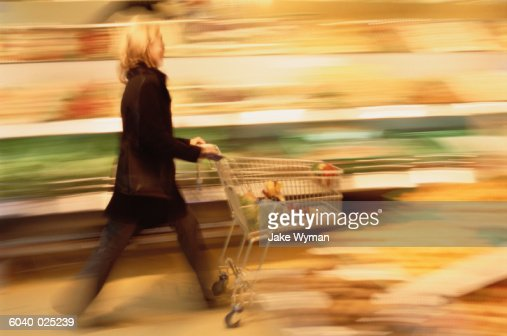 Woman with Shopping Cart : Stockfoto