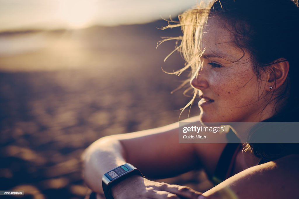 Woman with smartwatch : Stock-Foto
