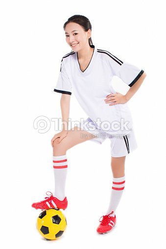 Mujer con pelota de fútbol   Foto de stock 3960a8c5c76de
