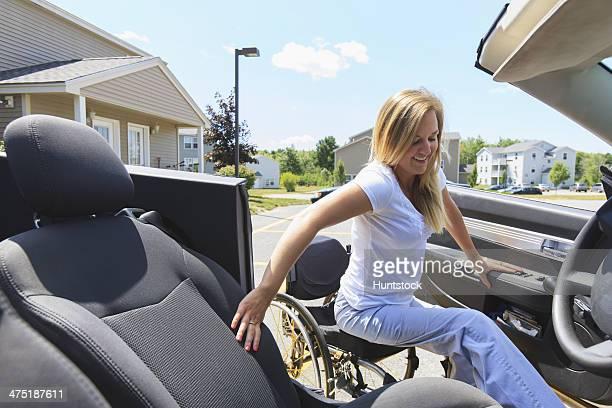 女性、脊髄傷害に車椅子を入力する