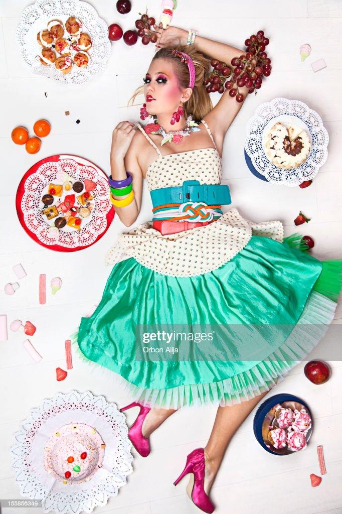 Frau mit sweet food : Stock-Foto