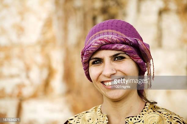 Mujer con vestido tradicional