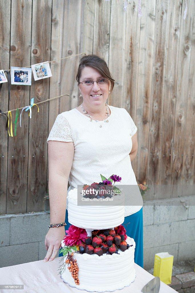 Woman with wedding cake : Stock Photo