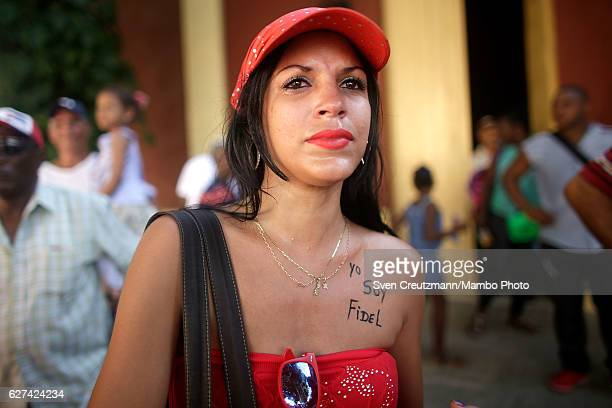 A woman with with 'Yo soy Fidel' written on her chest looks for the remains of former Cuban President Fidel Castro to pass by on their fourday...
