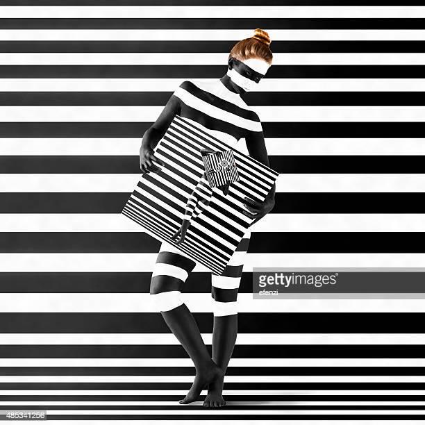 Donna con stampa zebrata sul suo corpo