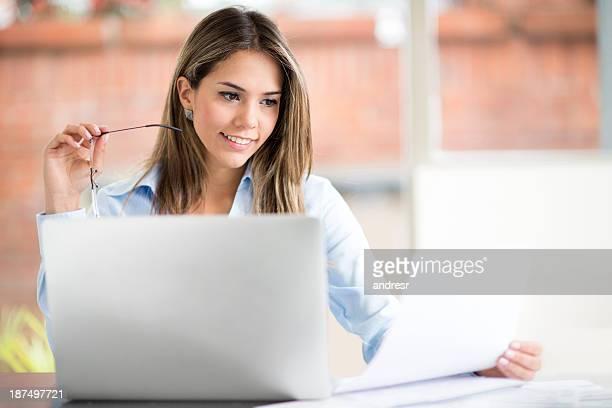 Frau, Arbeit von zu Hause