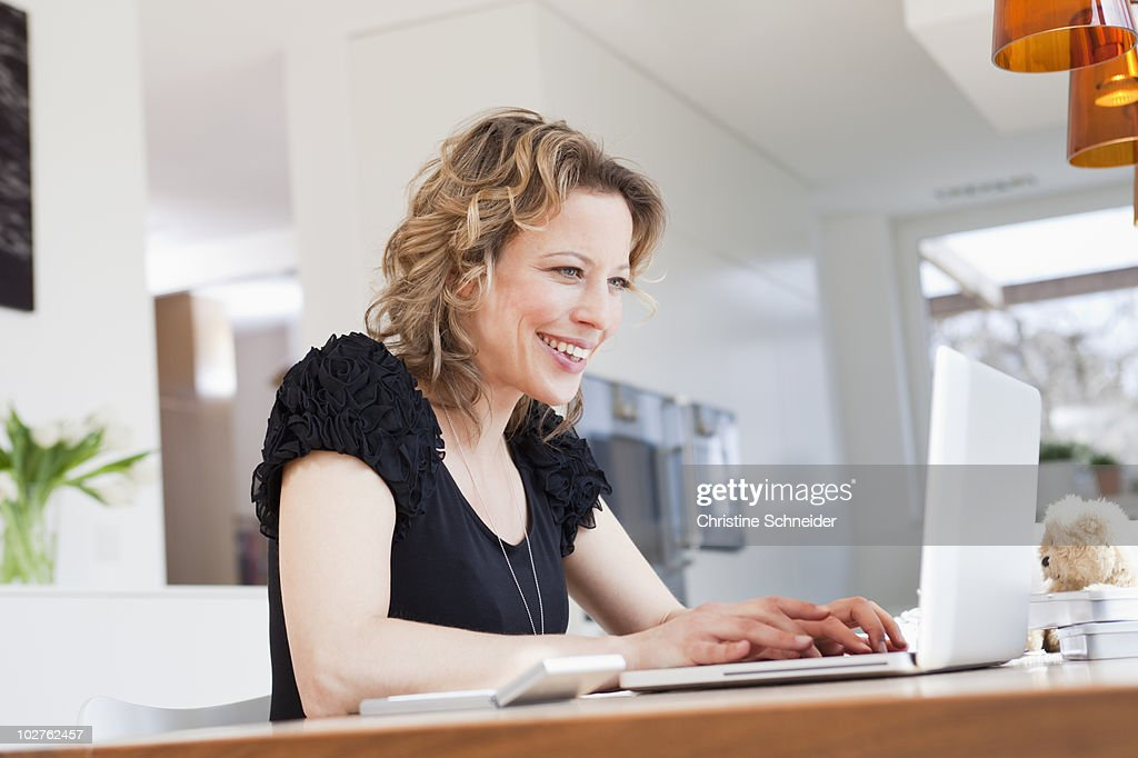 Woman working with laptop : ストックフォト
