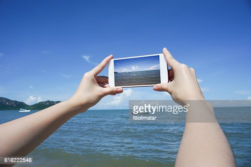 woman's hand holding smart phone,take a photo of the : Stock-Foto