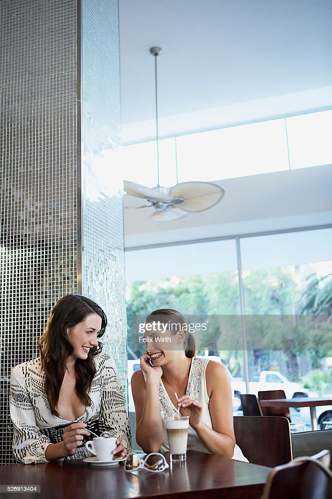 Women at coffee shop : Stockfoto