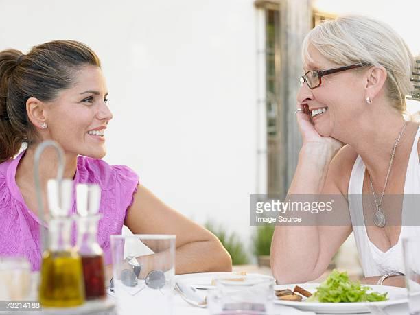Mulheres na Mesa de Jantar