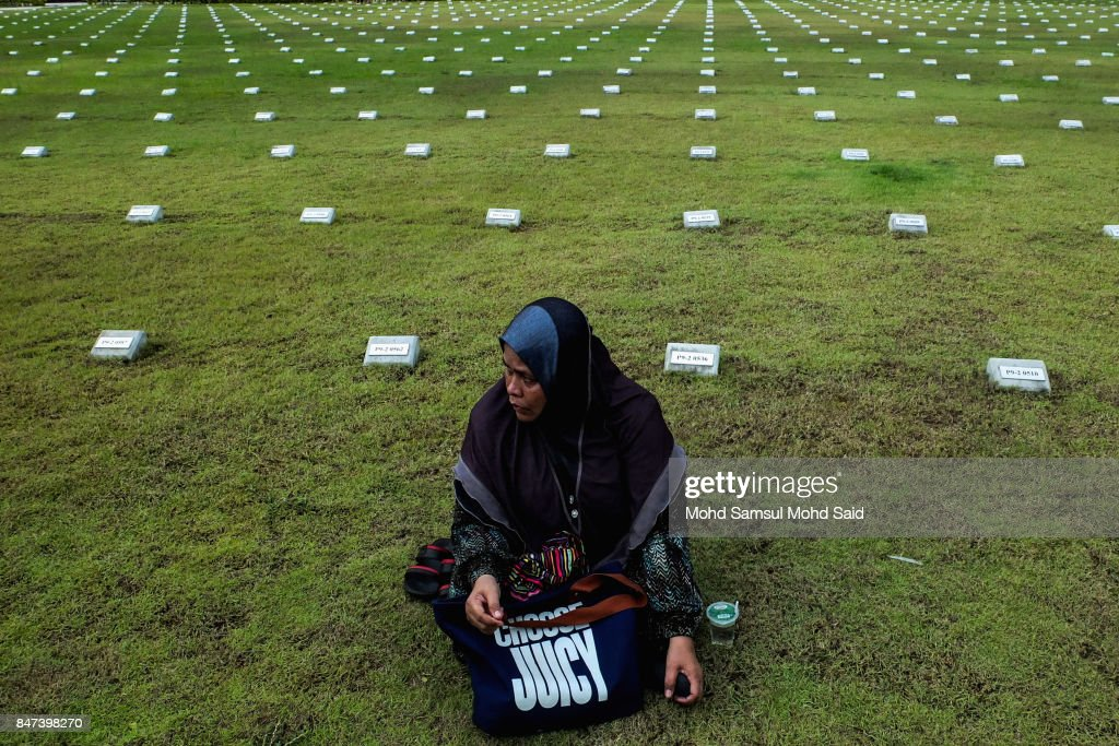A women attends a mass funeral ceremony at the Raudhatul Sakinah cemetery for victims of the religious school Darul Quran Ittifaqiyah after a fire broke out yesterday on September 15, 2017 in Kuala Lumpur, Malaysia. A fire at the religious school in the Malaysian capital killed almost two dozen people including 21 students and two teachers.