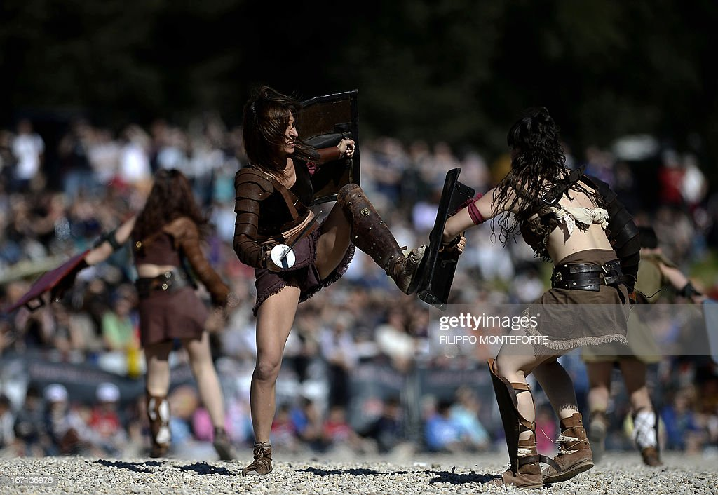 Women belonging to historical groups fight dressed as ancient Roman gladiators during a show to mark the anniversary of the legendary foundation of the eternal city in 753 B.C, in Rome on April 21, 2013. AFP PHOTO / Filippo MONTEFORTE