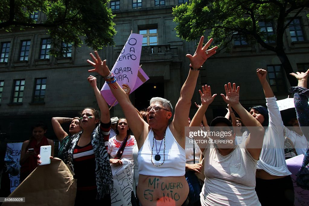 Catholic anti-abortion activists protest as the Supreme Court debates on whether to declare unconstitutional certain points of an abortion which would open a loophole for its gradual decriminalization across the country, in front of the Supreme Court in Mexico City on June 29, 2016. Mexico's Supreme Court debates whether to decriminalize abortion, currently only authorized in Mexico City before 12 weeks of gestation, in the world's second biggest Catholic country. / AFP / HECTOR