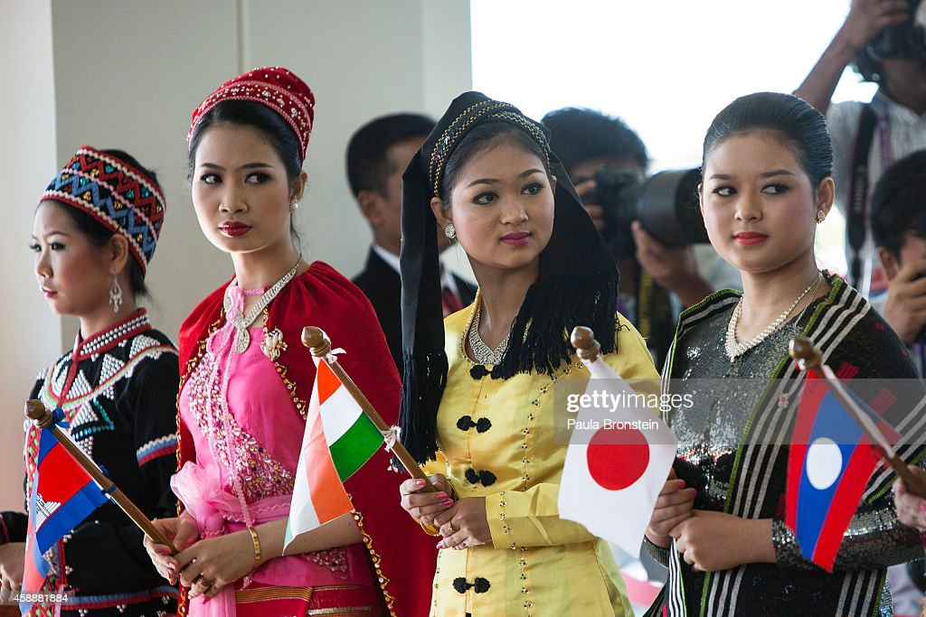 Women dressed in traditional costume greet the heads of state on the second day of the ASEAN summit on November 13 2014 in Naypyidaw Myanmar The...