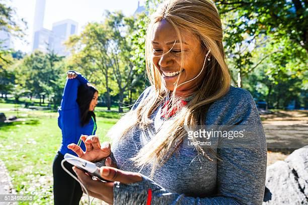 Donna esercizio nel Central Park di New York