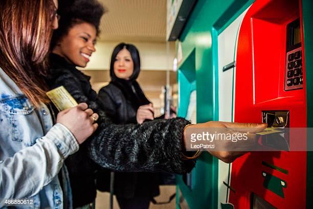 Frauen Freunde, Eintrittskarten für den Zug