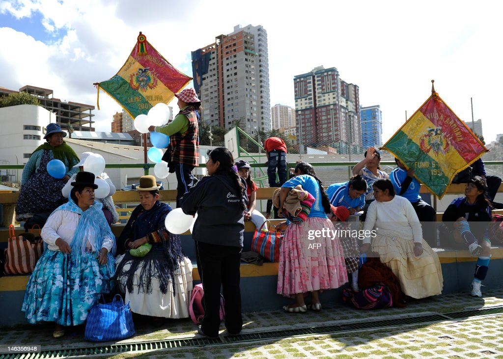 Women gear up to take part in the female market vendors' second football tournament in La Paz, on June 14, 2012. AFP PHOTO/Jorge BERNAL /